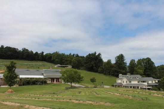 Beliveau Estate Winery & Bed and Breakfast (Grounds)