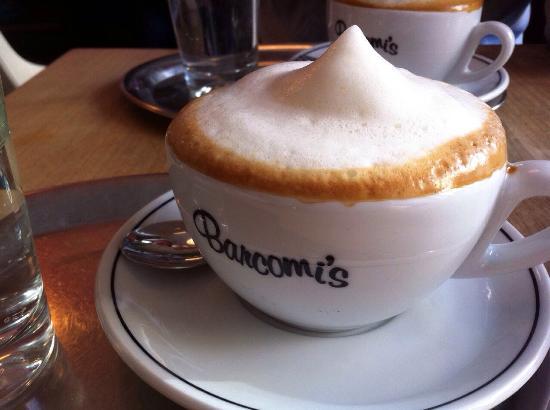 Barcomi's Kaffeerösterei: barcomi's soja Cappuccino