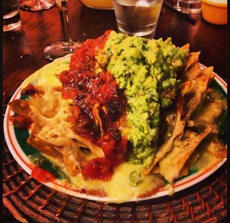 Zapata's Mexican Restaurant: Supreme nachos!