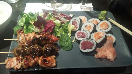 """Sakura: Menu """"Sur place"""" avec soupe, salade et riz."""