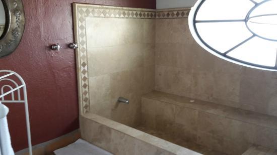 Casa Panoramica : Baño con tina de cantera