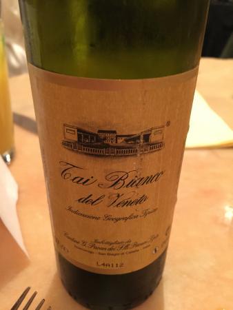 Florios Pizzeria Restaurant: The house white wine is very good.