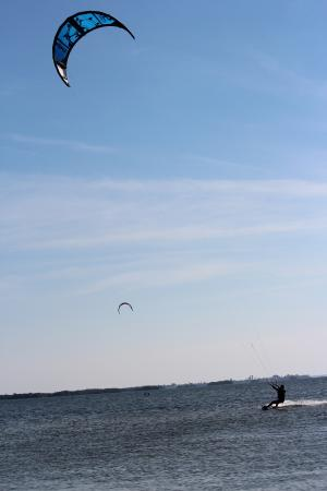 Ron Jon Kiteboarding Shop and School: Don riding after a few lessons.