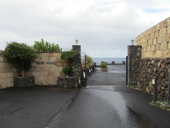 Hotel Rural Costa Salada: The hotel gates