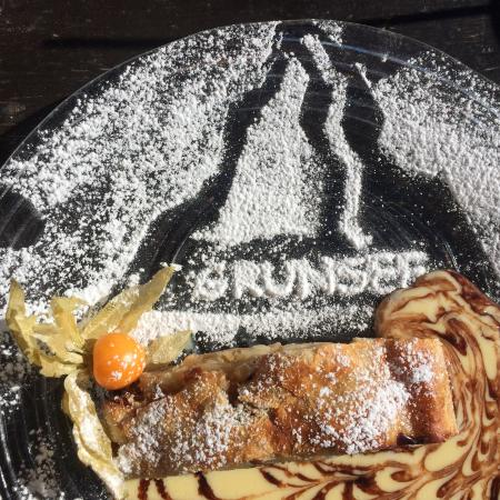 Berghaus Gruensee: The Gruensee Signature Apfel Strudel - great work!