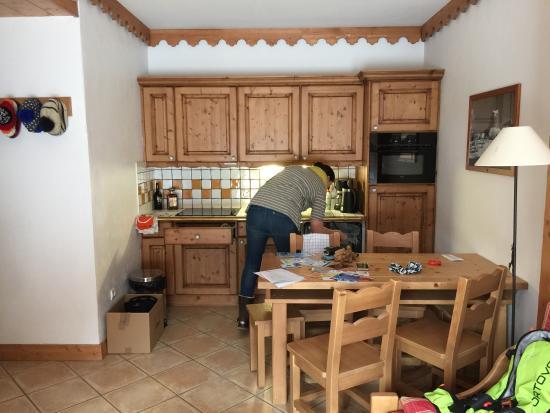 CGH Résidences & Spas Les Alpages de Champagny : Kitchen area