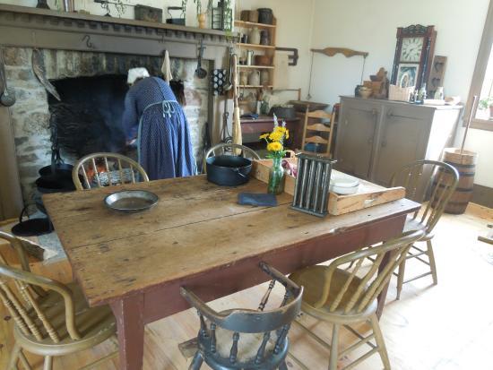 Lang Pioneer Village : Sala de uma das casas