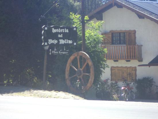 Hosteria El Viejo Molino: Frente de la HosterÍa.