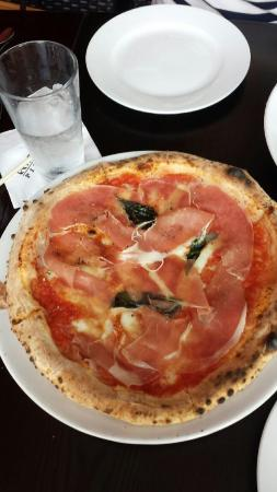 Angelina's Pizzeria: Finally A place you don't have to go to Italy to have great pizza!!!