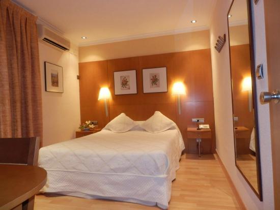 Hotel RestauranteSalvadora: Habitación de Matrimonio