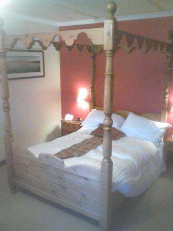 Ducks Inn: The Four Poster Room