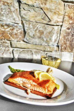 The Clubhouse at Jug Mountain Ranch : Cedar Plank Salmon