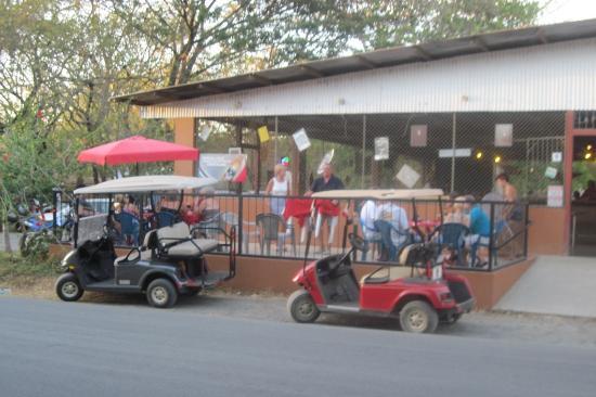 Perlas: Friday Night Crowd's Transportation