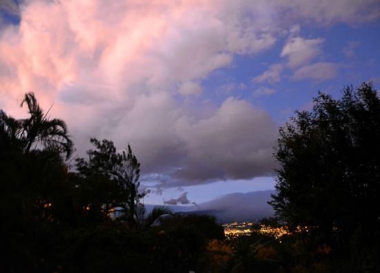 Villa Escazu: Dusk settling in over San Jose.