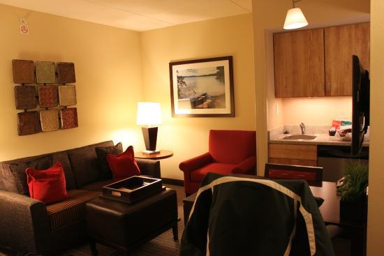 Homewood Suites University City: Living area