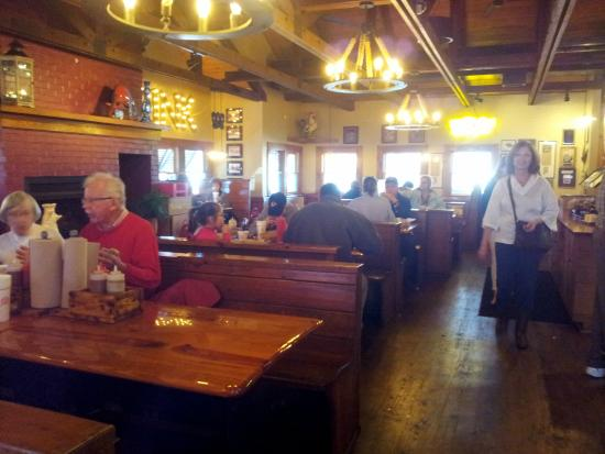 Melvin's BBQ: the dining area