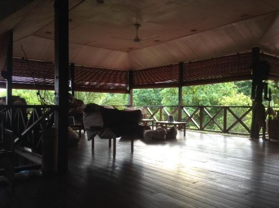 Scuba Junkie Mabul Beach Resort: chilled out bar
