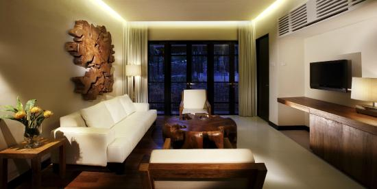 Turi Beach Resort: Tirta Executive Suite Living Room