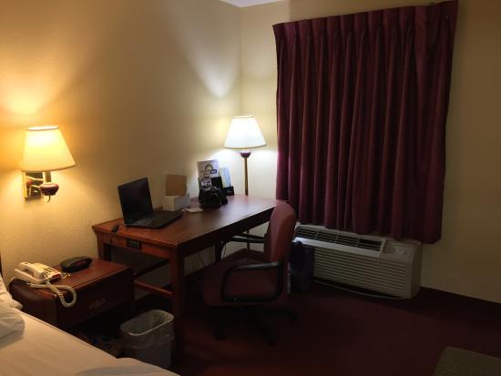 Days Inn Ocean Springs: Large room