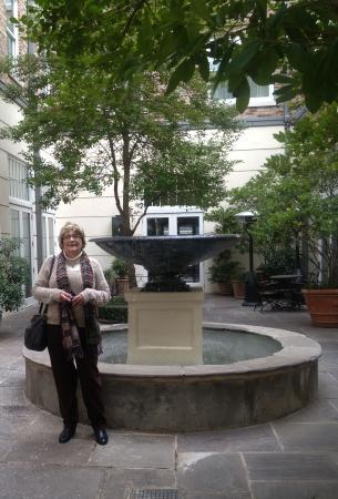 Alluvian Hotel: fountain