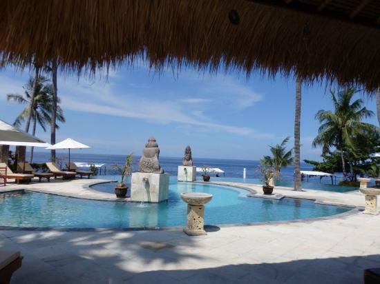 Siddhartha Ocean Front Resort & Spa: Het zwembad