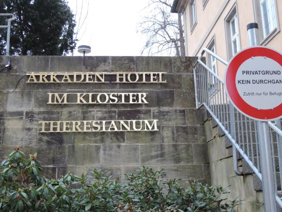 Arkaden Hotel im Kloster: Front, incline to hotel, entrance is at bottom of stairs but sign tells you to go around other s
