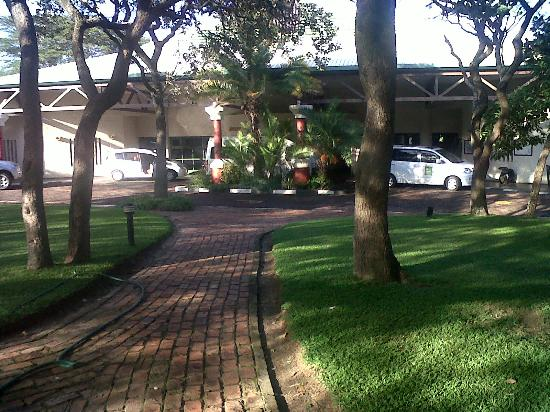 Cresta Lodge Harare: Front view