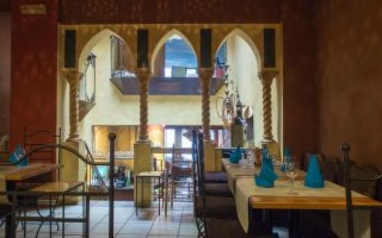 Restaurant La Petite Couscoussiere: table de 6