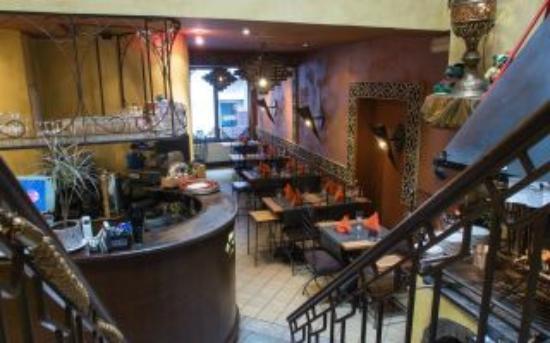 Restaurant La Petite Couscoussiere: bar et salle rez