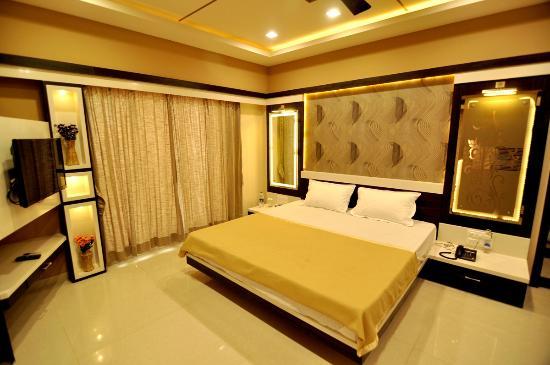 Superior Hotel Elegant: Well Furnished Room