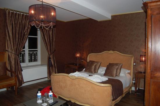Le Domaine Chateau du Faucon : chambre