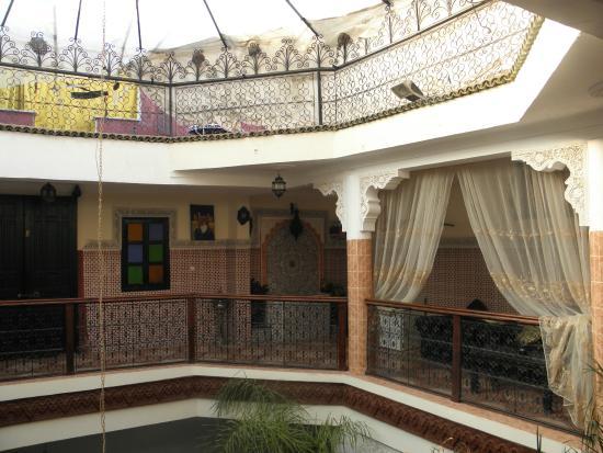 Riad Chennaoui: The central patio