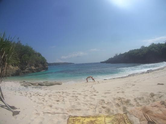 Yoga Shack Lembongan : Me doing the Wheel on Secrete Beach
