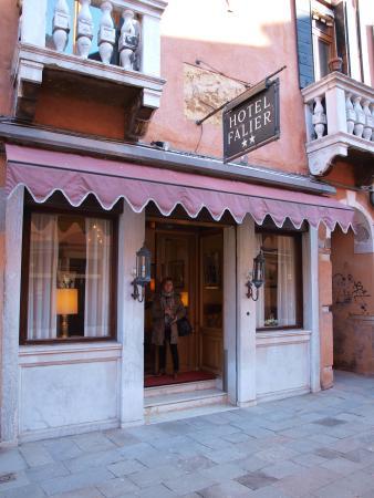 Hotel Falier: Entrada al hotel