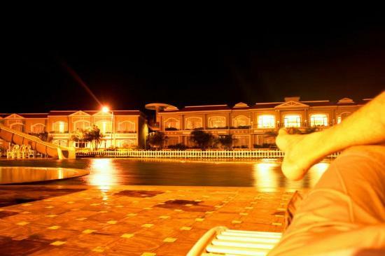 Kohinoor Samudra Beach Resort : Silent night, lonely night..