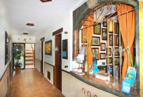 Posada Pachamama: Recepcion Hotel