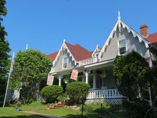 Victoriana Steeves Homestead Bed & Breakfast