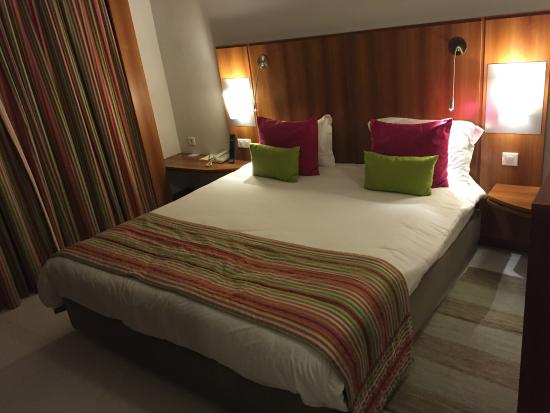 Hotel Belvédère Fourati : Un lit de 2 metres
