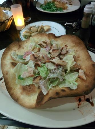 Garra Dine Wine Cafe : Chicken Caesar salad