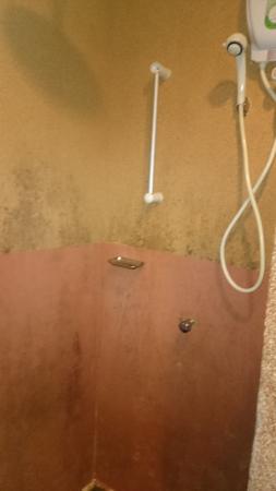 Cozzi Hotel : bilik mandi teruk