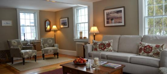 The Parsonage Inn: Gorgeous 1770's original pumpkin pine floors
