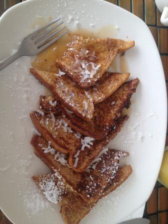 Caribe Playa Beach Hotel : Continental Breakfast- French Toast and Pineapple Juice