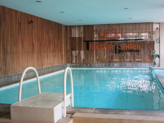 Thaphae Garden Guesthouse: piscina