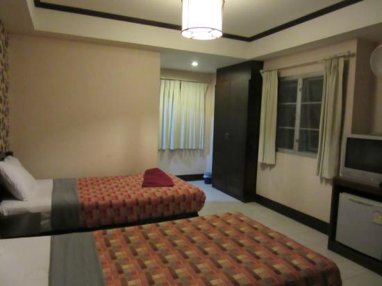Thaphae Garden Guesthouse: habitacion