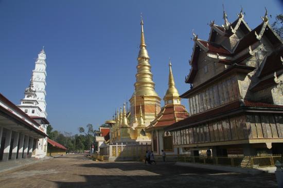 Wat Phra Bat Huai Tom