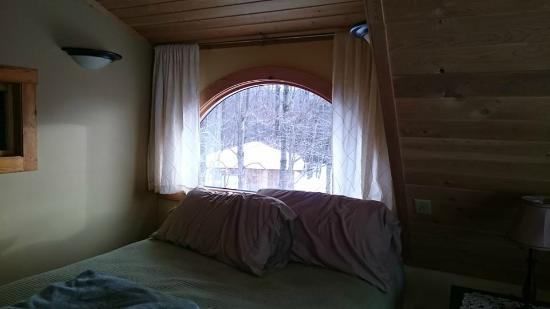 Sheady Acres Rental Cottages: Bedroom window