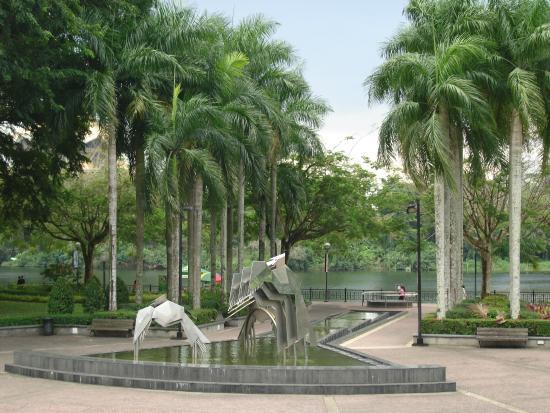 Hornbill Fountain: Фонтан-скульптура