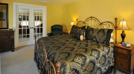 Avenue Hotel Bed and Breakfast: Manitou Suite King luxury suitebed