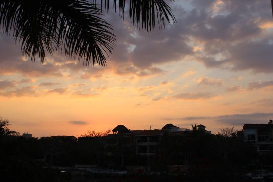 Aventuras Club: sunrise from the balcony