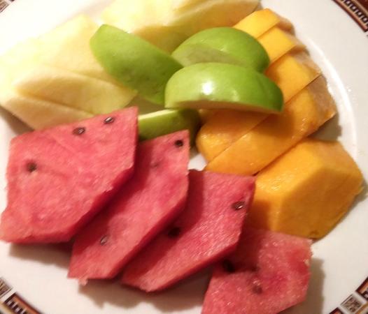 Richmonde Hotel Ortigas : fresh fruit platter